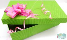 Una caja de cartón corrugado es lo que necesitas para guardar tus regalos, si piensas en reciclaje esta es la idea perfecta !