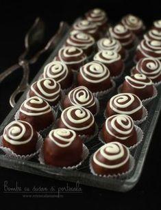 Bombe cu susan și portocală, un desert rapid dar de mare efect Atât de ușor de făcut sunt aceste bombe cu susan și portocală, atât de natural se îmbină aromele... Cupcake Cookies, Mini Cupcakes, Fudge, My Recipes, Cooking Recipes, Romanian Food, Homemade Cookies, Sweet Cakes, No Bake Cake