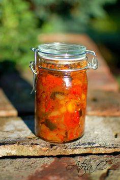 Rumuńska Zacuska - jest to połączenie przetworów zimowych, pasty chlebowej i chutney'u