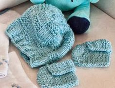 Gorro Materiais utilizados: • Pingouin Carinho • 1 novelo na cor 501 (lavanda) • Agulhas para tricô Pingouin nº 3 • Agulha para tapeça...