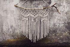 MAKRAMA  ozdoba ścienna, misternie pleciona ze sznurka bawełnianego o grubości 5 mm, do stworzenia jej zostało użyte 150 m sznurka.  kolor ecru, z własnoręcznie robionymi elementami...