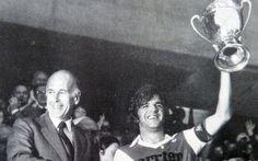 7 juin 1980, Parc des Princes (Paris). Valéry Giscard d'Estaing félicite Jean Petit. Monaco s'adjuge la Coupe de France après une victoire contre Orléans (3-1).