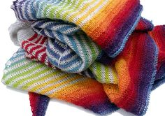Red Pepper Quilts: Daybreak :: A Finished Knit