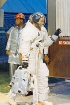 Apollo 11 astronaut Neil Armstrong walk out from crew quarters to the Astrovan on his way to Launch Pad for the CDDT. Apollo Space Program, Apollo 11 Mission, Space Suits, Launch Pad, Neil Armstrong, Man On The Moon, Space And Astronomy, Space Exploration, Astronaut