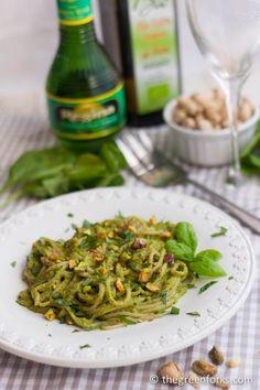 Spinach Herb Pistachio Pesto Pasta | TheGreenForks.com