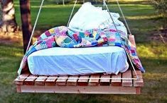 pallet hanging bed/swing,, ooh fun on the playground Recycled Pallet Furniture, Pallet Swing Beds, Wooden Pallet Furniture, Wooden Pallets, Furniture Plans, Diy Furniture, Pallet Lounge, Recycled Pallets, Pallet Daybed