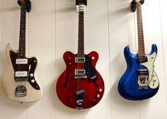 3 guitars walk into a bar  #jazzmaster #gretsch #mosrite #fenderguitars #gretschguitars #fender #guitar #Guitarshow #guitarshop #barcelona #love #insta #instagram #tokyo #tokyo #japan #us #theventures #instadaily #music #wood #deco #wall #wonder