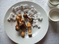 porcelaine blanche et vieux tampons