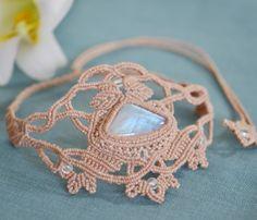 レインボームーンストーンマクラメネックレス・チョーカー - 旅する天然石とマクラメアクセサリーのお店 Macrame Jewelry MANO