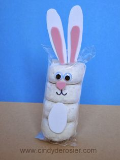 Bunny Donuts Turn a pack of powdered donuts into an adorable bunny. So cute the kids might not want to eat the donuts! The post Bunny Donuts was featured on Fun Family Crafts. Easter Snacks, Easter Party, Easter Treats, Easter Food, Easter Decor, Easter Centerpiece, Easter Table, Easter Recipes, Small Woodworking Projects