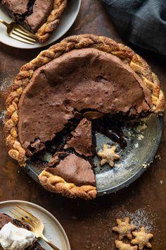 Dessert Parfait, Dessert Crepes, Gooey Chocolate Chip Cookies, Molten Chocolate, Just Desserts, Delicious Desserts, Yummy Food, Winter Desserts, Fondant Au Caramel