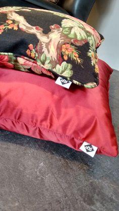 Alle kussens van Ria Pruissen worden vanaf nu gelabeld, dus ze zijn overal te herkennen.