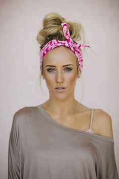 Fun quick way to style your hair with a head scarf. I love this Spring and Summer hairstyle!