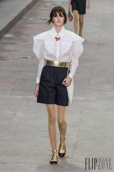 Chanel Spring-summer 2015 - Ready-to-Wear - http://www.flip-zone.net/fashion/ready-to-wear/fashion-houses-42/chanel-5062 - ©PixelFormula