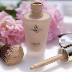 Beauty and Makeup Oriflame Beauty Products, Best Makeup Products, Giordani Gold Oriflame, Beauty Make Up, Hair Beauty, Oriflame Business, Base Natural, Makeup Illustration, Gold Silk