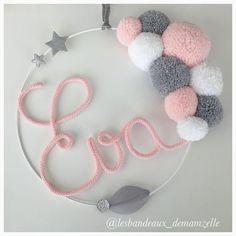 Ideas baby diy crochet pom poms for 2019 Baby Crafts, Home Crafts, Diy And Crafts, Arts And Crafts, Kids Crafts, Pom Pom Wreath, Pom Pom Crafts, Ideias Diy, Diy Crochet