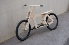 Woody on Industrial Design Served Served Wooden Bicycle, Wood Bike, Wooden Scooter, Velo Design, Bicycle Design, Balance Bike, Bike Style, Pedal Cars, Bike Art