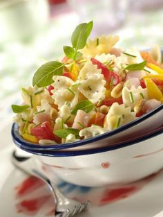 Recipe - Pasta salad full of sunshine Salad Dressing Recipes, Pasta Salad Recipes, Recipe Pasta, Detox Soup, Summer Salads, Food Photo, Food Inspiration, Italian Recipes, Entrees