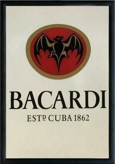 Miroir – Bacardi : Miroirdécoratif rétro en verrereprésentant le rhum Bacardi. Idéal pour créer une décoration vintage dans un bar, une rhumerie ou encore un restaurant.