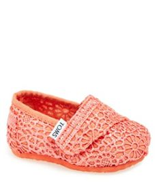 teeny tiny Toms rstyle.me/... My Baby Girl, Baby Girl Shoes, Girls Shoes, Baby Love, Lace Toms, Discount Kids Shoes, Kids Toms, Coral Lace, Little Ones