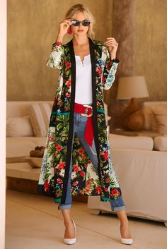 Give any outfit a breath of fresh florals in this easy open kimono duster, designed with split hems. Your style possibilities are endless with this gorgeous topper. Fall Fashion Outfits, Mode Outfits, Autumn Fashion, Casual Outfits, Fashion Dresses, Womens Fashion, Fashion Hacks, Fashion Tips, Modest Fashion