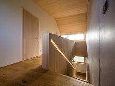HAUS s egg — ARCHITEKTUR Jürgen Hagspiel Amazing Architecture, Planer, Stairs, House Design, Living Room, Eggplant, Furniture, Barn, Interior Ideas