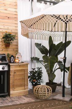 A chic retreat patio makeover tropical boho chic glam outdoor living Tropical Interior, Tropical Home Decor, Tropical Houses, Tropical Patio, Boho Chic Interior, Bohemian Bedroom Design, Interior Design, Bedroom Designs, Outdoor Spaces