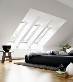 18 Attic bedroom design ideas - If you have unused attic, you can create a bedroom that can be your favorite place in the house. Thus placed bedrooms can be a challenge, but also savings of the space. Loft Room, Bedroom Loft, Home Bedroom, Bedroom Decor, Attic Loft, Bedroom Apartment, Apartment Therapy, Attic Bedroom Closets, Skylight Bedroom