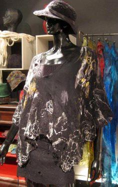 poncho de gasa de seda con detalles de fieltro Celia Mikkelsen www.artefieltros.com