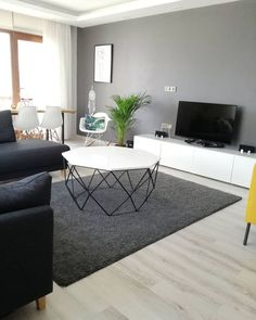 Bu evin düz ve geometrik çizgilerin öne çıktığı modern stil dekoru, grin… The modern style decor of this house with its flat and geometric lines is dominated by the nuances of gray from dark to clear. In the living room,… Sigue leyendo → Best Living Room Design, Living Room Modern, Home Living Room, Interior Design Living Room, Living Room Designs, Living Room Decor, Small Living, Primark Home, Muebles Living
