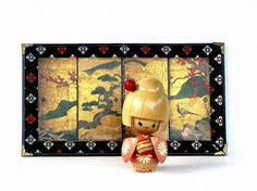 Érable du Japon ludique Kokeshi Girl Kimono rose par recreated1