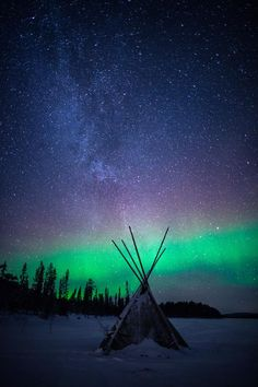 Ideas photography night sky stars aurora borealis - Annie Wofford - Re-Wilding Winter Photography, Landscape Photography, Nature Photography, Night Photography, Landscape Photos, Tumblr Wallpaper, Beautiful Sky, Beautiful Pictures, Wallpaper Animes