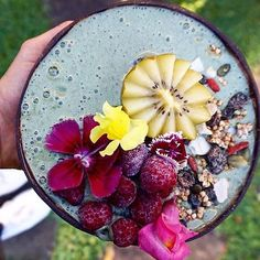 "Immunity boosting smoothie bowl for winter #repost @cheekycoconuts ""SunGold Kiwi & Spirulina Smoothie Bowl Full of vitamin C to help boost the immune system as it becomes a little colder here in Sydney One of these beautiful golden Kiwifruit contain all your daily vitamin C needs Plus they look and taste amazing @zesprikiwifruit ✨ Recipe 2 Frozen Bananas 1 @zesprikiwifruit Sungold 1 teaspoon Spirulina 1/4 avocado 1/2 cup Almond Milk"" Served in a #coconutbowl"