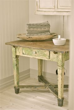 new farm table with Judy's green cabinet in garden room? Primitive Furniture, Country Furniture, Distressed Furniture, Painted Furniture, Primitive Tables, Colorful Furniture, Diy Furniture Projects, Home Furniture, Rustic Bowls
