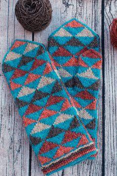 Ravelry: Pointy Pointy Mittens pattern by Adrian Bizilia Loom Knitting, Knitting Socks, Hand Knitting, Knitting Patterns, Knitting Tutorials, Fingerless Mittens, Knit Mittens, Norwegian Knitting, Linen Stitch