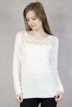 Biały sweterek z ażurowymi zdobieniami