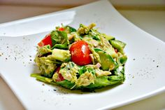 Heute gibt es einen schmackhaften Thunfisch-Avocado Salat. Die Avocado enthält mehr Fette als alle anderen Obst- oder Gemüsesorten. Dazu zählen vor allem dieeinfach ungesättigten Fettsäuren, insbesondere Ölsäure, die sich positiv auf den Blutfettspiegel auswirken. Interessant zu wissen ist auch, dass Provitamin A und die Vitamine D, E und K, die ebenfalls in der Avocado enthalten […]