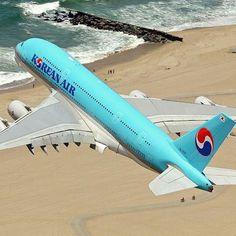 Korean Air Airbus A380-861 climbing out from LAX