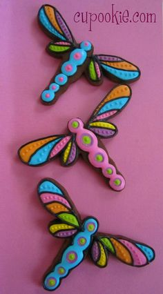 dragonflies by cupookie.com -- no instructions or blog, just a gallery. Amazing talent!