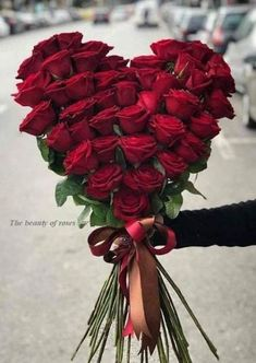 15 Trendy Flowers Love Heart Gifts - My site Valentine Flower Arrangements, Valentines Flowers, Beautiful Flower Arrangements, Floral Arrangements, Flower Box Gift, Flower Boxes, Gift Flowers, Luxury Flowers, Pretty Flowers