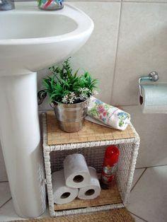 Possible idea for bathroom in poolhouse Small Room Bedroom, Bedroom Decor, Art Deco Home, Stair Storage, Bathroom Renovations, Home Organization, Interior Design Living Room, Diy Home Decor, Decoration