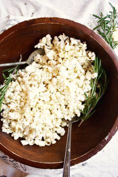 Healthy Garlic, Rosemary, and Parmesan Popcorn