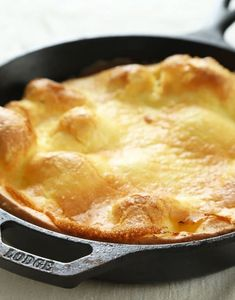 Free Dutch Baby Just a few basic pantry ingredients are all it takes to make this perfect gluten free Dutch Baby, sometimes called a German Pancake. It's like a cross between a pancake and a popover, and it's ready in about 20 minutes!So-called Gluten Free Pancakes, Gluten Free Sweets, Gluten Free Breakfasts, Gluten Free Cooking, Dairy Free Recipes, Baby Food Recipes, Pancake Recipes, Fodmap Recipes, Food Baby