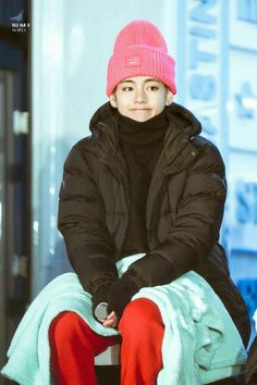 Image uploaded by Diane. Find images and videos about kpop, bts and jungkook on We Heart It - the app to get lost in what you love. Bts Taehyung, Bts Bangtan Boy, Bts Jimin, Namjoon, Kim Taehyung Funny, K Pop, V Bts Cute, V Cute, Foto Bts