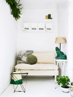 megan morton's home // a little seating nook makes the most of a small space #home #decorating