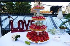 Onze Meesterbakkers maken onze specialiteit. Aardbeientaart in alle formaten; verse Hollandse aardbeien op een bodem van harde wener met 100% amandelspijs. Table Decorations, Center Pieces