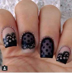 oooh to the polka dot nail!!