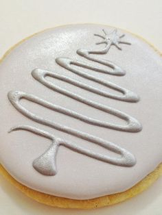 Contemporary Christmas Tree Cookies by daphne Christmas Tree Cookies, Iced Cookies, Christmas Sweets, Christmas Cooking, Noel Christmas, Cookies Et Biscuits, Holiday Cookies, Xmas Tree, White Christmas