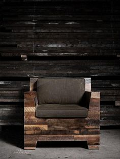 Among the recycled wood pallet chair ideas, rustic pallet chair appeals us the most. It can be colored or the pallets of different colors can be used to give it a rusty look. Medium size rustic pallet chair is more admirable. It is relaxing and Stylish at the same time.