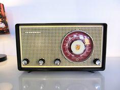 Radio Record Player, Record Players, Nostalgia Art, Radio Design, Retro Radios, Transistor Radio, Phonograph, Vintage Records, Retro Vintage